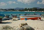 Plage et barques de pêcheurs