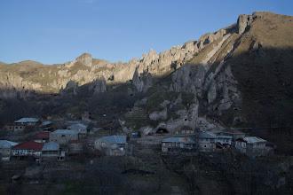 Photo: Горис. Говорят, до 1950 там люди жили в пещерах как в домах