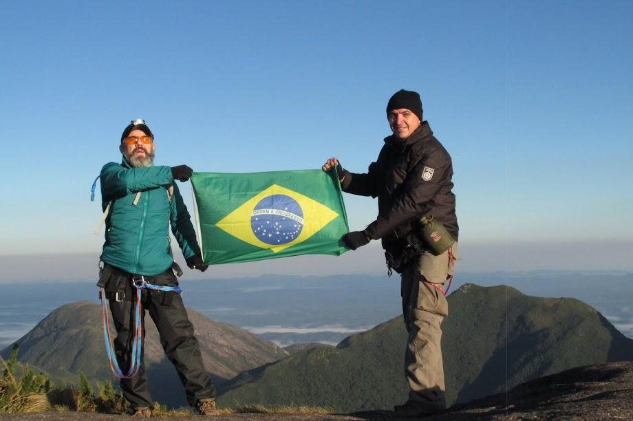 Pico Paraná, 1877,39m, montanha mais alta da Região Sul do Brasil e ponto culminante do Paraná, Serra Ibitiraquire. Campina Grande do Sul e Antonina, Paraná, Brasil. Jean Marie Polli, Jean Felipe Lopes.
