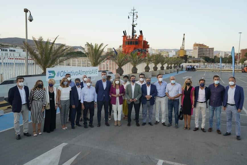 Representantes populares del Ayuntamiento de Almería, Diputación Provincial y Junta de Andalucía.