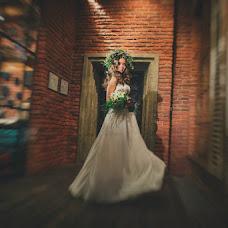 Wedding photographer Vladlena Polikarpova (Vladlenka). Photo of 25.10.2016