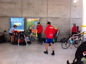 Photo: Allez l'équipe rouge, tous contre le mur pour démarrer le jeu.