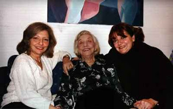 Photo: Gloria María Ureta, Elvira Travesí y Liz Ureta en una de las últimas fotos