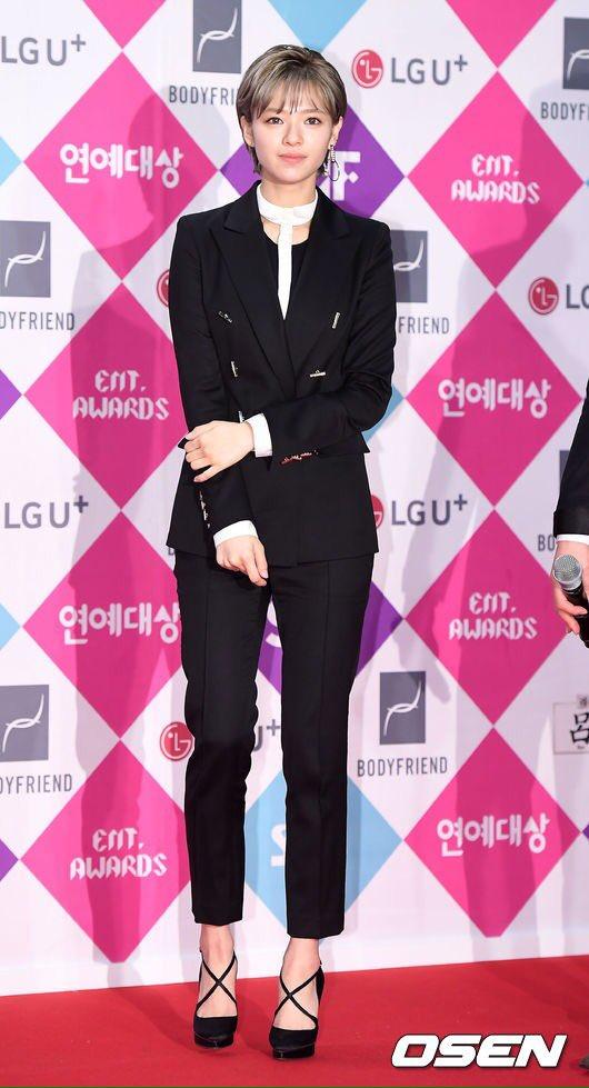 jeongyeon suit 12