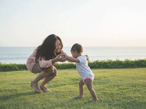 Cũng đừng hỏi trẻ mấy câu như, thích bà nội hay bà ngoại hơn, thích cô hay thích dì hơn.