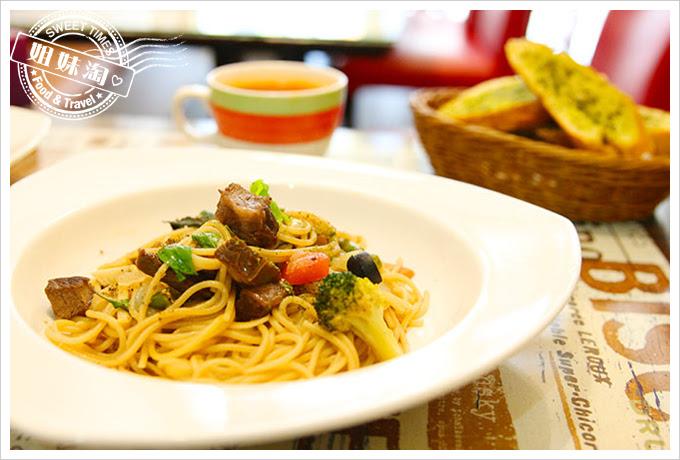 有夠義式青醬廚房巴薩米可老醋嫩煎牛排麵