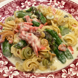Smoked Salmon & Asparagus with Alfredo Sauce.