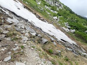 雪渓を横切る1