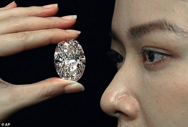 """Chiêm ngưỡng viên kim cương """"hoàn hảo"""" nhất thế giới có giá 33 triệu USD - 1"""