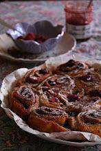 Photo: Cinnamon rolls de manzana y frambuesas /https://saboreaconlosojos.wordpress.com/2015/01/11/cinnamon-rolls-de-manzana-y-frambuesas / Carmen Lizandra / Zaragoza / Canon 1100D
