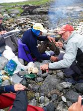Photo: Og det er hvalbiff på menyen - hvis vi får stekt den!