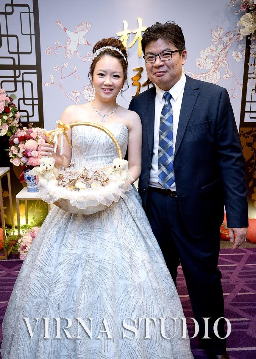 bride,新娘,台北新娘秘書,台北新秘,公主高盤髮,銀色禮服,新秘推薦,天成飯店信義