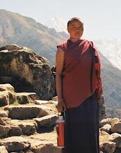 Photo: die stolze Chefin des Klosters