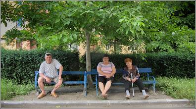 Photo: Calea Victoriei, B15 - spatiu verde - relaxare prin socializare,  la umbra nucului - 2017.06.112017.06.11