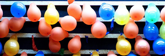 Carnival style balloon dart board