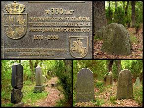 Photo: Zastawek. Cmentarz tatarski (mizar) z najstarszym nagrobkiem z 1704 r. Wszystkie nagrobki zwrócone są w stronę Mekki.