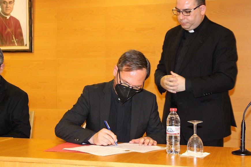 Firma del vicario general de su nombramiento.