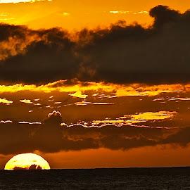 Sunset Splash.. by Doug Wean - Landscapes Sunsets & Sunrises ( sunlight, seascape, ocean, sunburst, hawaii, sunset, clouds and sea, clouds, maui, sun,  )