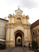 Photo: Wilno - Cerkiew św. Trójcy i klasztor bazylianów - brama kompleksu