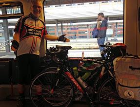 Photo: Ab Innsbruck muss man treten wie ein Pferd, denn der Radweg auf den Brenner steigt kräftig an. Eine alternative Auffahrt mit dem Zug geht ratz-fatz und kostet nur 10 € (Velo eingeschlossen).