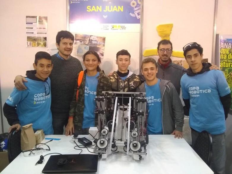 San Juan en el podio de la Copa Robótica 2019