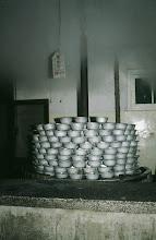 Photo: 11184 南京/南京無線電廠工場/食堂/調理場/米と水を一人前ずつ食器に入れて蒸す