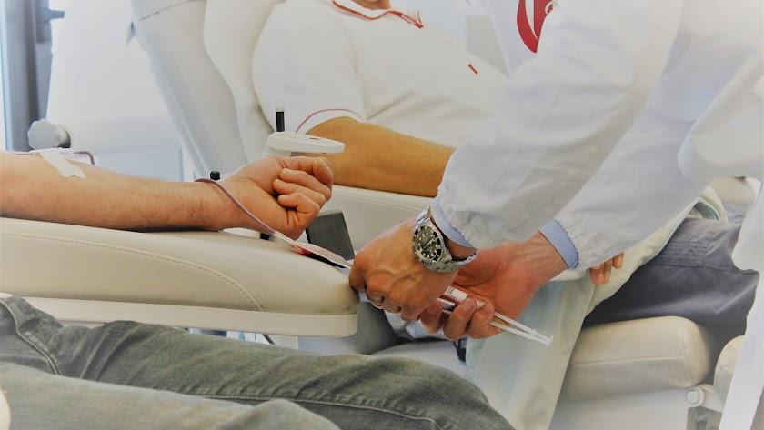 Para ser donante de médula ósea solo hay que tener entre 18 y 55 años y estar sano.