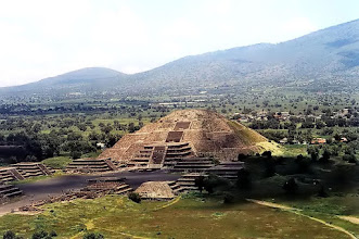 Photo: Teotihuacán, Piramida Księżyca / The Pyramid of the Moon