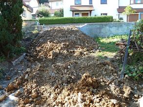 """Photo: 04.09.2013 weiter geht es... und jetzt dem oberen zweiten """"gefundenen"""" Fundament an den Kragen., viel """"Dreck"""" wird weggefahren."""