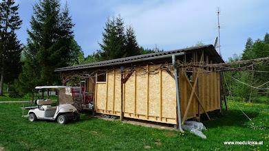 Photo: das neu aufgebaute häuschen nimmt schon gestalt an