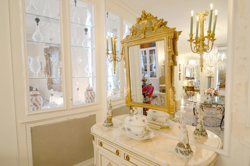 Avenue de New York apartments dressing table