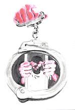Photo: 「囚」主題圖像創作概念及策展小記 手梏(俗稱手銬):象徵法律及執法單位其強大、冰冷、管束的本質。 執手梏的手:象徵監所人治重於法治現況,亦象徵執法者權力地位居於監所收容人之上。 被禁錮的人:代表監所被囚禁的收容人,但其人像實以繪者自己為藍本,呼應此次展覽主題「囚LOGO」中「管束與被管束,其實是同時發生在管理者與被管理者身上」之概念。 在送畫展邀請卡時得到本監吳典獄長及趙副典獄長、陳秘書的鼓勵,典座還詳問了茶會時間說要送花籃表示支持,秘書還邀我投稿監內電子刊物,其實之前邱秘書在任時即曾與同仁合作投過法務部所徵稿的「獄政百年專刊」但因現已有經紀約在身,只能婉拒。 但也有長官嚴斥,說要我將畫作內容先送給他審核,並修改文字內容「足夠正向」,待他同意後才能開展,而且為何送邀請卡給典獄長前沒有先跟他報告,基於上述理由拒收邀請卡,還說要我後果自負。 我對接受邀請的長官的鼓勵由衷感謝,也對拒絕受邀的長官的選擇表示尊重。 從這件小事卻可看見監所內革新和守舊兩種態度,也能看出從高階到基層的命令及意見管道是如何不通暢,在上級命令的下達到執行,以及基層反映意見的上陳,經過不同態度的人之後又可能出現多少落差?連辦展這種私事都要先審後核,這無疑是開時代倒車,身為司法執行單位的監所自然仍有諸多缺點,辦展並非爆料或要存心搞革命,而是為了讓犯罪矯正工作的不易可以得到更多的人了解和認同,在這個充滿挑戰和壓力的職場,我們需要更多人的關注和投入,這不正是我們台灣在人權議題、刑事政策及獄政改革可以努力的方向嗎?
