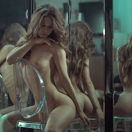 Other side by Dmitry Laudin - Nudes & Boudoir Artistic Nude ( mirror, reflection, nude, girl, beautiful )