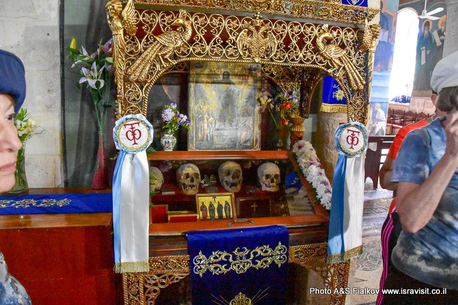 Мощи в храме монастыря Герасима Иорданского.