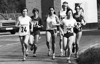Photo: International Women's Marathon, Waldniel, W. Germany 1976 Jacqueline Hansen (bib 1)