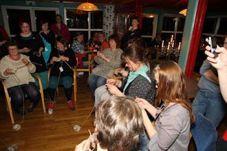 Photo: Lördag kväll var det som traditionen bjuder Knit Battle med galna 70 deltagare i 7 heat som...