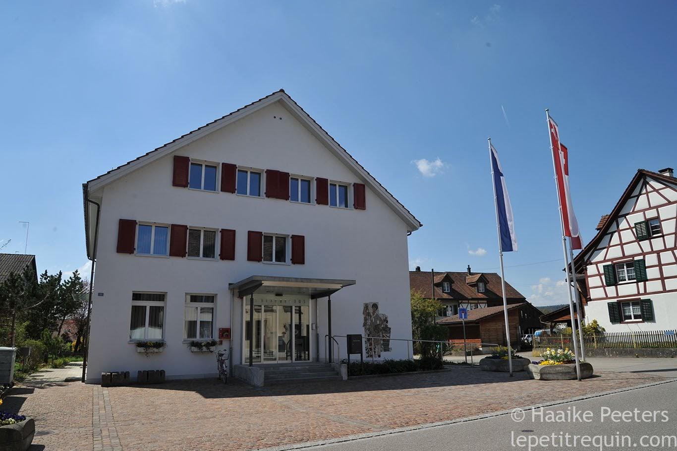 Gemeindehaus Dachsen (Le petit requin)