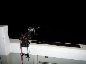 Photo: 船頭さんも竿を出してます。