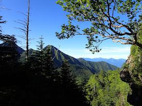 崩壊地からの展望1(赤岳・阿弥陀岳・編笠山、右奥に南アルプス)