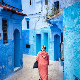 In the streets of Chefchaouen by Loris Calzolari - City,  Street & Park  Street Scenes ( chefchaouen, blue city, travel, morocco, street photography )