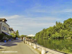 Photo: Le village de Samois sur Seine - E-guide balade circuit à vélo sur les Bords de Seine à Bois le Roi par veloiledefrance.com.