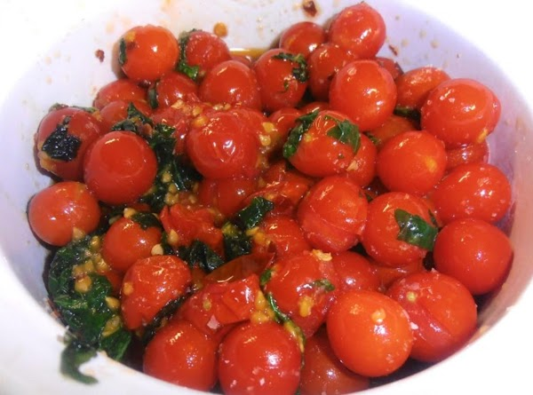 In clean medium bowl, combine grape tomatoes, basil, garlic, 1 tablespoon oil and the...