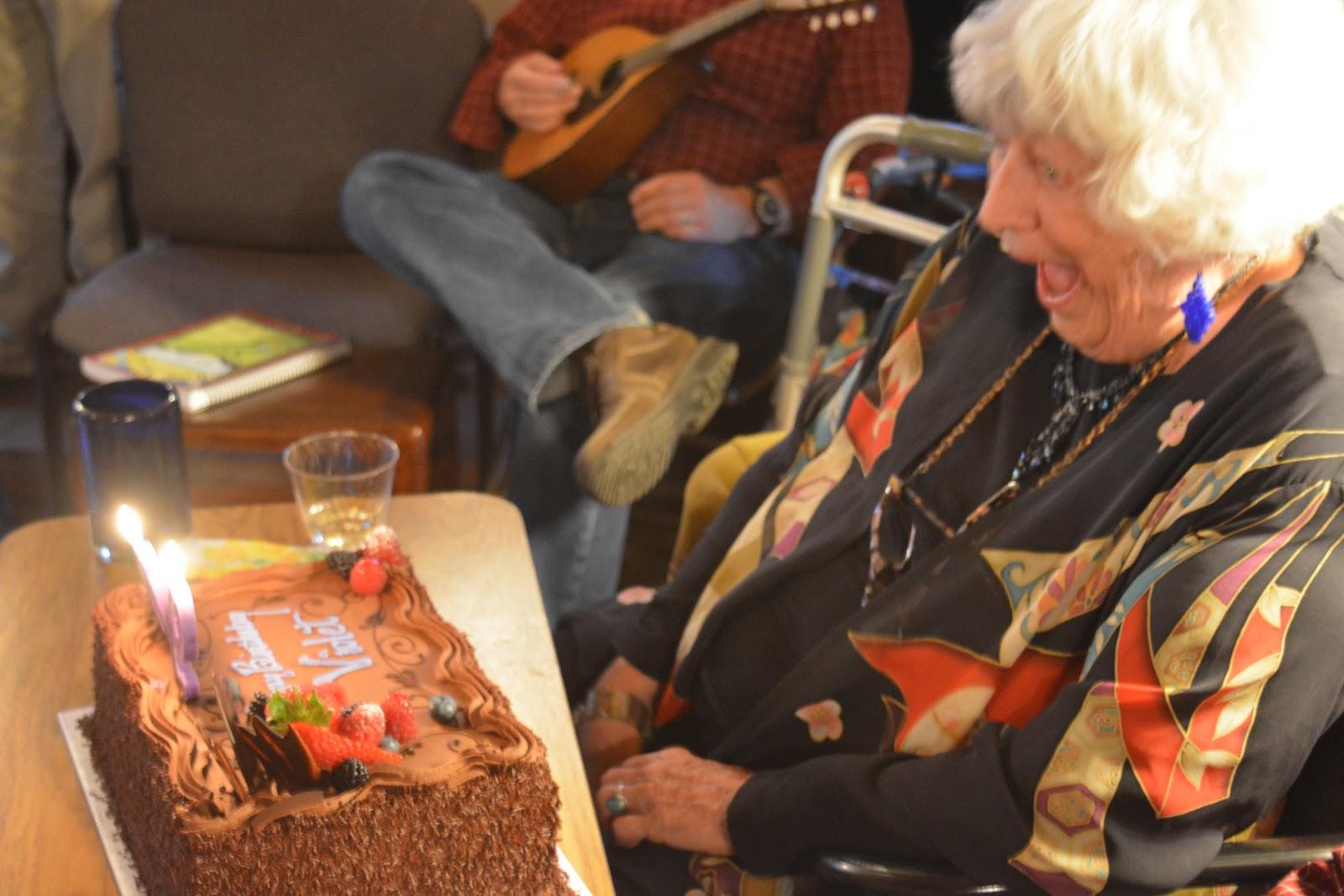 Violet's BD cake.JPG