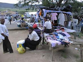 Photo: Vaatekauppaa Hazyviewssa, matkalla Krügerin puistoon