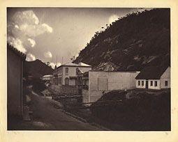 Photo: Imperial Fábrica de São Pedro de Alcântara, na Rua Washington Luis. Hoje o prédio está abandonado. Foto da década de 1870