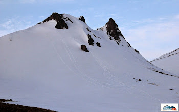 Photo: Camel, our two ski tracks, there are other two tracks from snowmobiles on the left