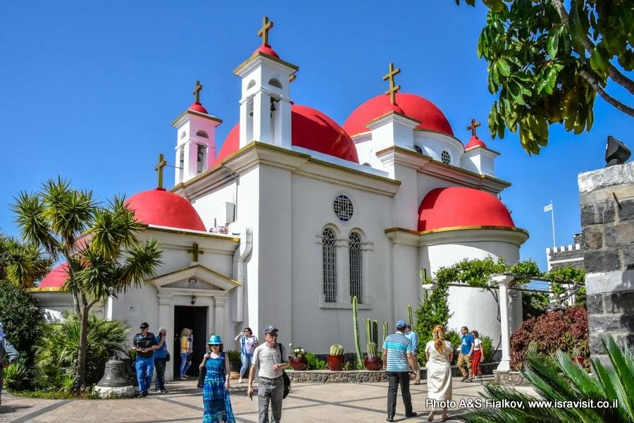 Церковь Двенадцати Апостолов в  Капернауме на берегу Галилейского моря. Экскурсии и туры в Израиле.