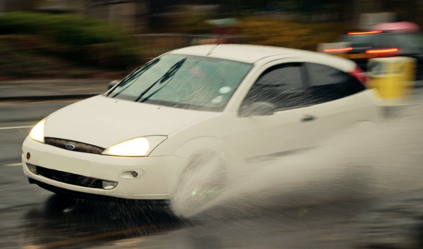 Si no conoces tu auto, manejar en lluvia será un martirio