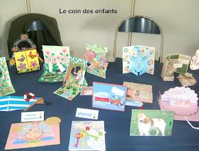 Photo: Le coin des enfants cartes animées et pop-up de couleurs vives