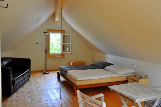 Photo: Gemütliches Doppelbett und Blick in die Weingärten
